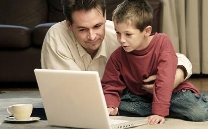 تربية الأولاد Dad-boy-computer_420-420x0